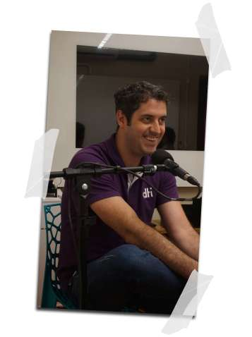 Vinicius paiva apresentando podcast